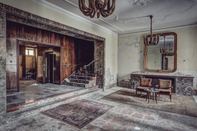 The-World-Grandest-Abandoned-Hotels_0-640x426.jpg