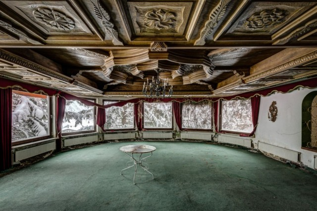 The-World-Grandest-Abandoned-Hotels_10-640x426.jpg