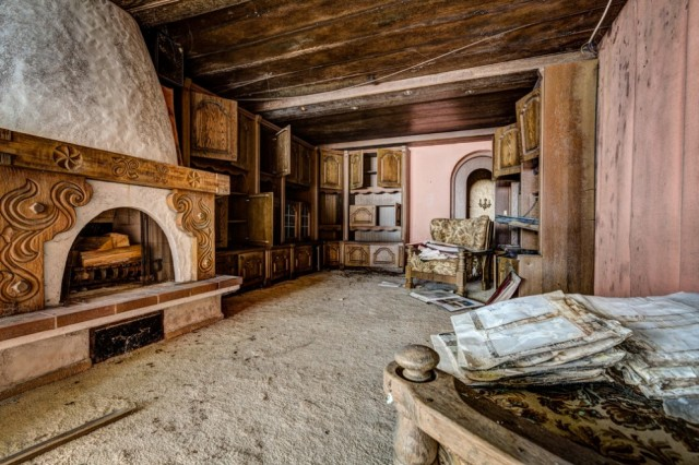 The-World-Grandest-Abandoned-Hotels_15-640x426.jpg