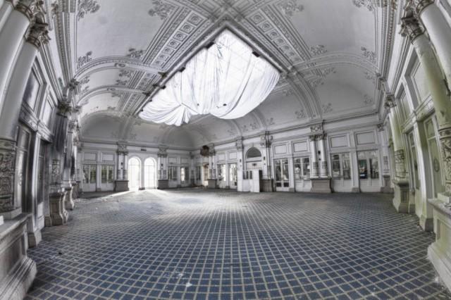 The-World-Grandest-Abandoned-Hotels_18-640x426.jpg