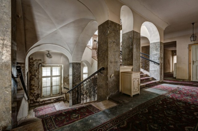 The-World-Grandest-Abandoned-Hotels_19-640x426.jpg