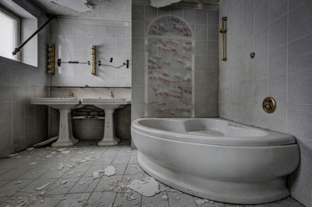 The-World-Grandest-Abandoned-Hotels_2-640x426.jpg