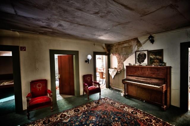 The-World-Grandest-Abandoned-Hotels_9-640x426.jpg