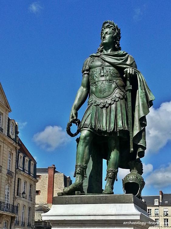 louis-xiv-as-roman-emperor.jpg