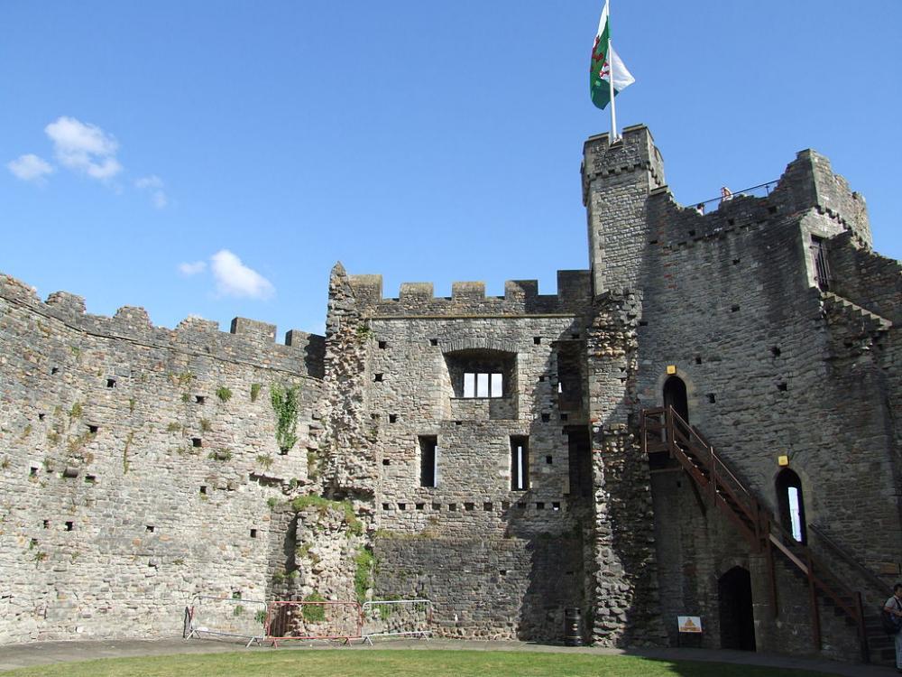 1024px-Interior_of_Cardiff_Castle_keep.jpg