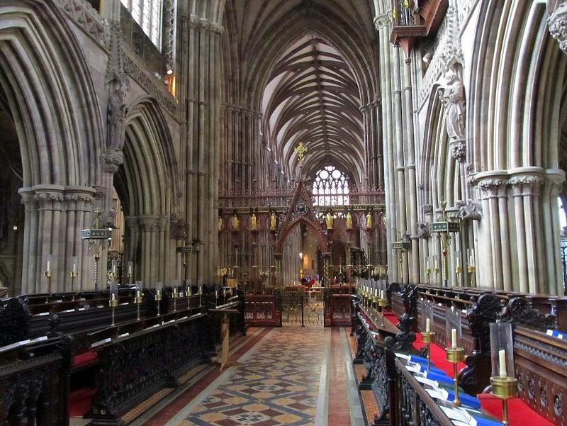 Lichfield Cathedral (2).jpg