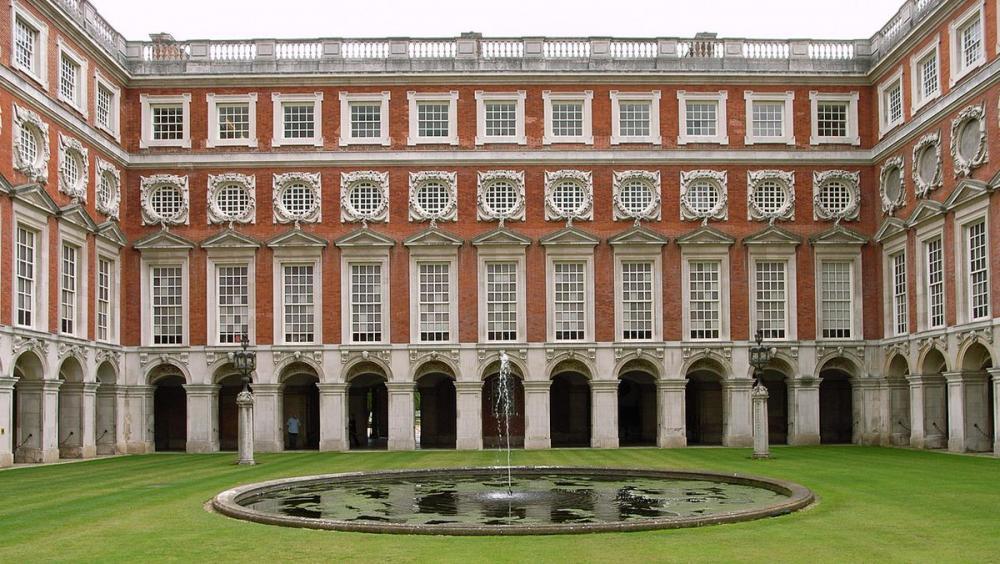 Hampton Court (3).jpg