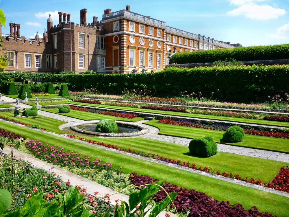 Hampton Court (9).jpg