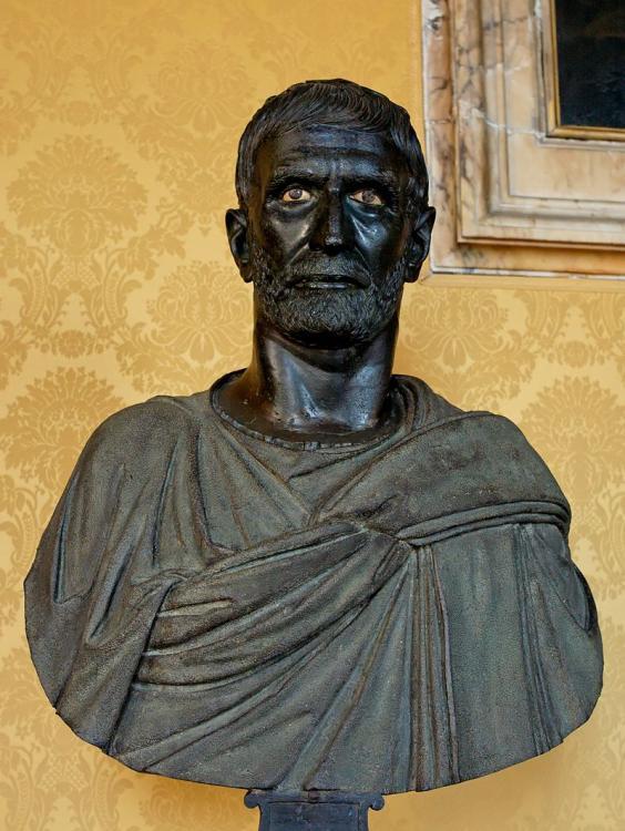 800px-Capitoline_Brutus_Musei_Capitolini_MC1183.thumb.jpg.dc43b522dceec779e613611564ac1c37.jpg