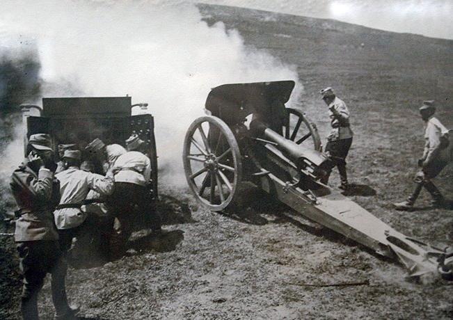 (11стр.) Румънска 105 мм гаубица.JPG