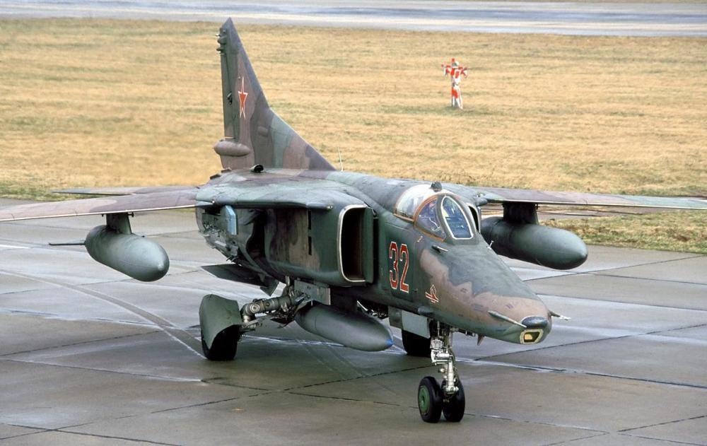 MiG-27_(12142027335).jpg