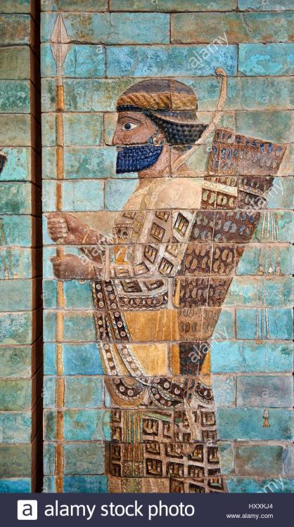 glazed-terracotta-brick-panels-depicting-achaemenid-persian-archers-HXXKJ4.jpg