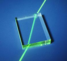 glass-refraction1.jpg.a81c3b7b3a4ef3e6dca2f48988717663.jpg